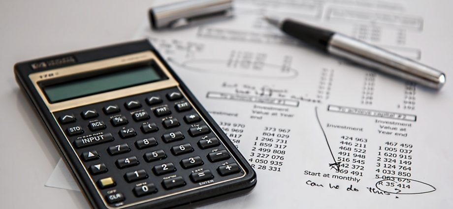 Dlaczego warto korzystać z usług biur rachunkowych?
